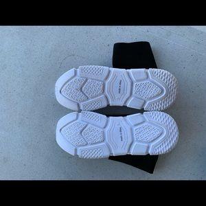 Shoes - Sock tennis shoes